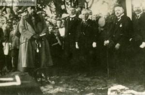 Hindenburg w Jedwabnie odsłania pomnik ku czci poległych w I wojnie
